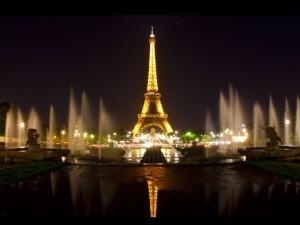 eiffel-tower-paris-night-640x480