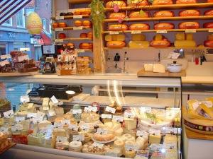 netherlands volendam centre cheese shop