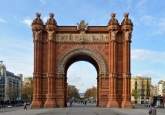 Barcelona_-_Arc_de_Triomf_(2)