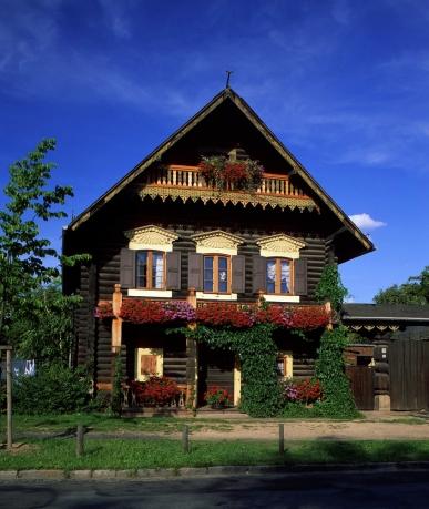 Potsdam Haus in der Alexandrowka, russische Kolonie in Potsdam. Haus, Garten, Blumen. ©TMB/Ihlow
