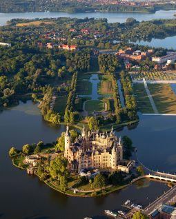 Schwerin_Castle_Aerial_View_Island_Luftbild_Schweriner_Schloss_Insel_See