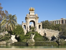 Barcelona_Ciutat-Vella_shutterstock_128637755