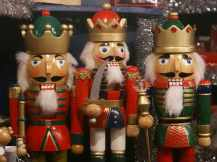 holiday-christmas-market-weihnachtsmarkt-german-nuremberg-decoration-copy