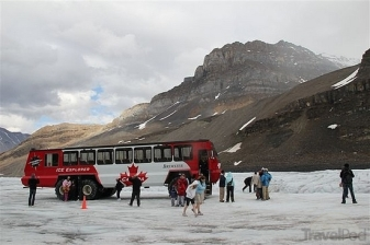 snow-coach-on-athabasca-glacier-jasper - Copy (3)